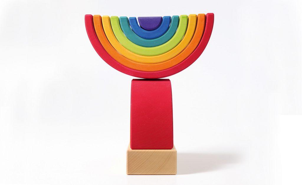Stapelturm in Regenbogenfarben